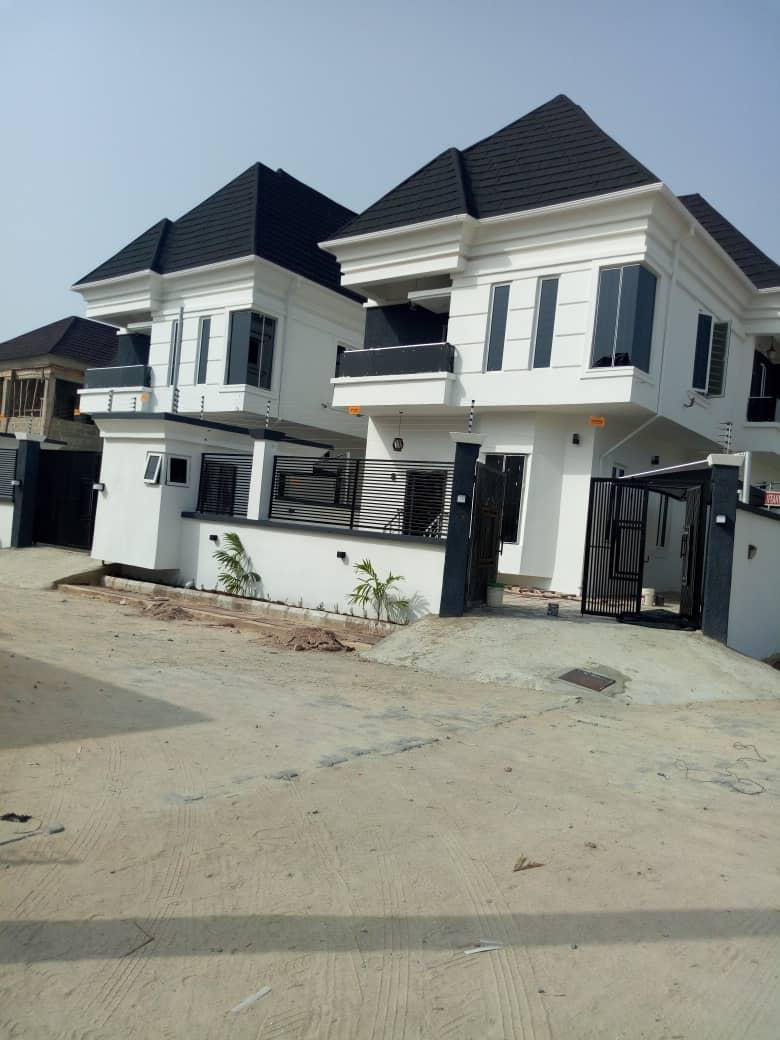 4 Bedroom duplex, with a BQ